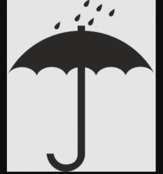 Раскрытый зонтик с каплями дождя